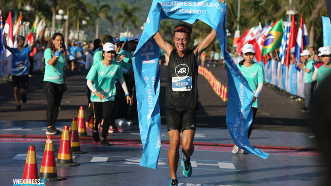 VnExpress Marathon Quy Nhon, official schedule, earliest races, Covid-19 pandemic, infrastructure improvement, stunning view of turbines