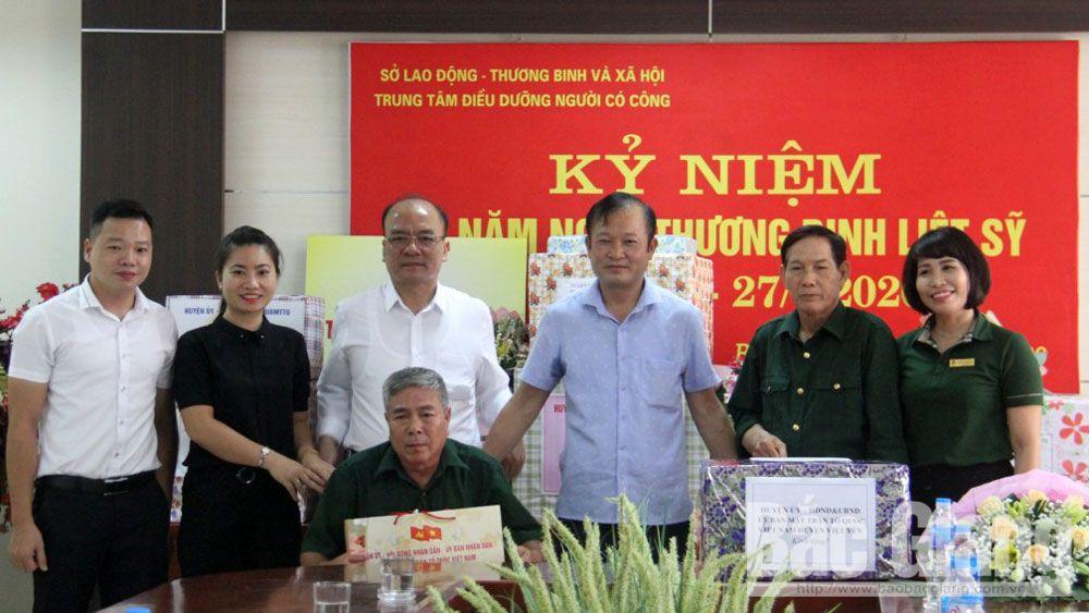 Lãnh đạo huyện Việt Yên thăm, tặng quà Trung tâm Điều dưỡng người có công tỉnh