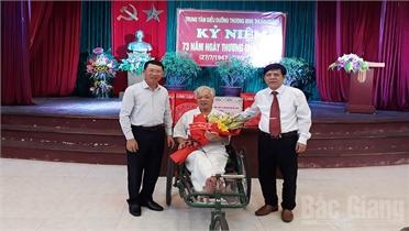 Lãnh đạo tỉnh Bắc Giang thăm, tặng quà thương binh tại Bắc Ninh