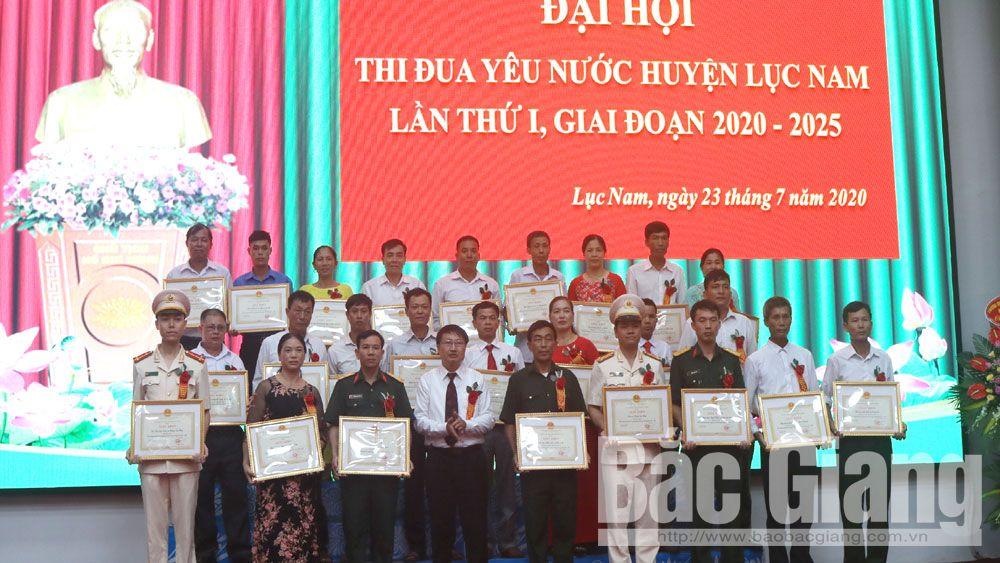 Đại hội thi đua yêu nước huyện Lục Nam lần thứ I: Khen thưởng 45 tập thể, 122 cá nhân xuất sắc
