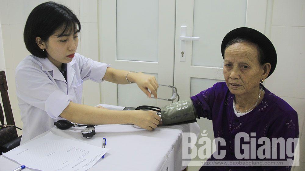 TP Bắc Giang: Khám bệnh, tư vấn sức khỏe cho gần 800 người có công, đối tượng chính sách