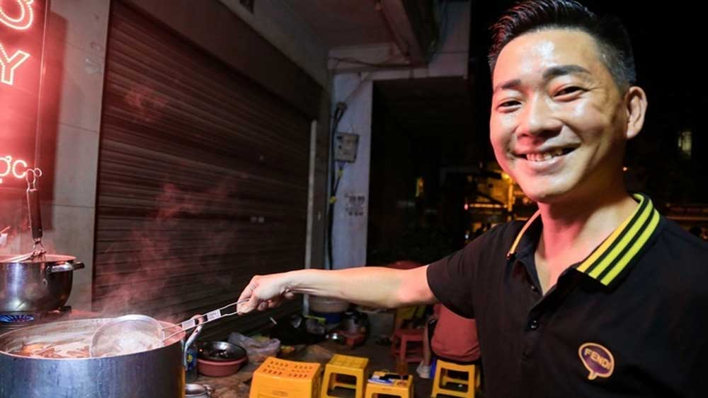 Decade-old pho stall, welcomes nighthawks, noodle stall, Hanoi's Old Quarter, Vietnamese traditional pho, hot meal, long-standing tradition
