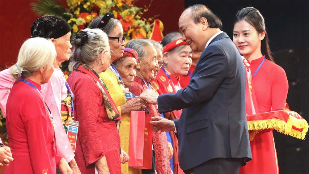 Programme, express gratitude, Heroic Vietnamese Mothers, blood relatives,  struggle for national independence, material and spiritual lives