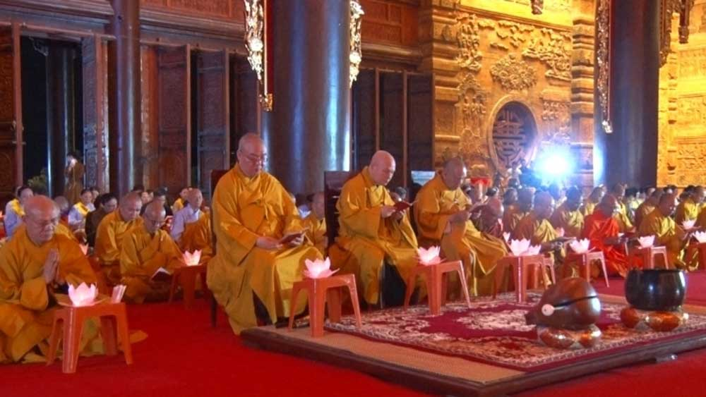 Candle lighting,  fallen soldiers, Vietnam Buddhist Sangha,  solemn ceremony, peace of the country, heroic fallen soldiers