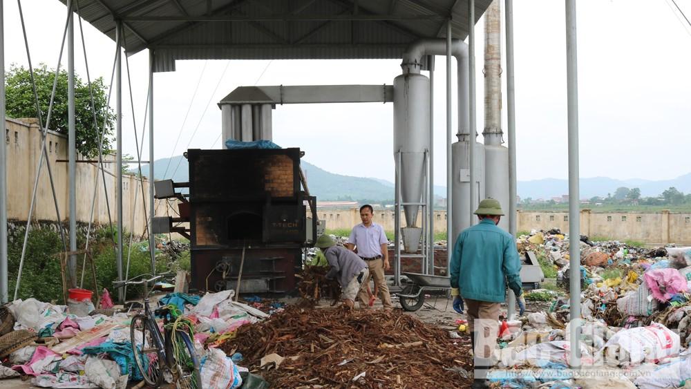 Lò đốt rác thải sinh hoạt của thị trấn Lục Nam (Lục Nam) đang được hoạt động hết công suất.