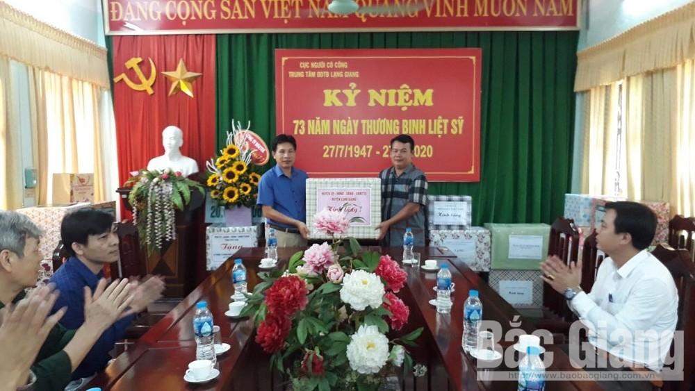 Huyện Lạng Giang (Bắc Giang): Thành lập 5 đoàn đi thăm, tặng quà người có công