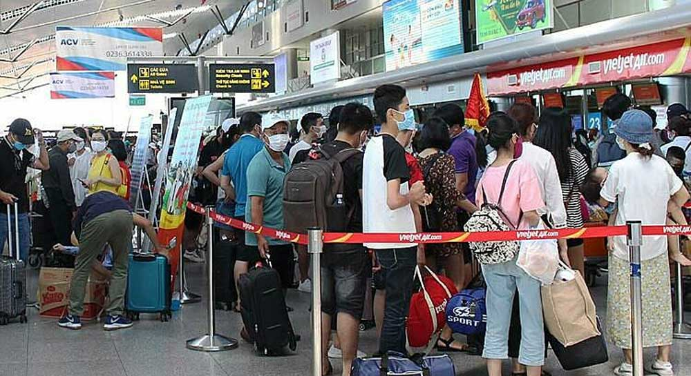 More flights, evacuate tourists, Da Nang city, Covid-19 fears, increased number of flights,  community transmission