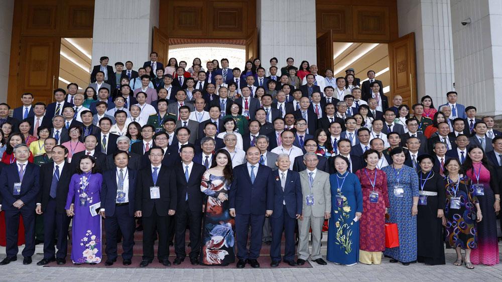 Thủ tướng Chính phủ Nguyễn Xuân Phúc gặp mặt 203 đại biểu trí thức, nhà khoa học, văn nghệ sĩ cả nước