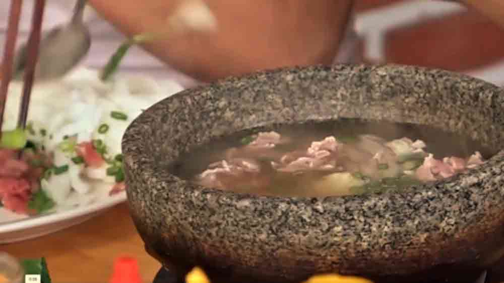 An eatery in Nha Trang makes pho from scratch