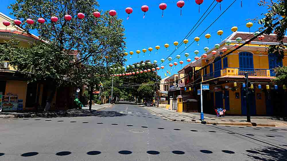 Hoi An town, imposes social distancing, Covid-10 pandemic, community transmission,  two weeks, tourism activities
