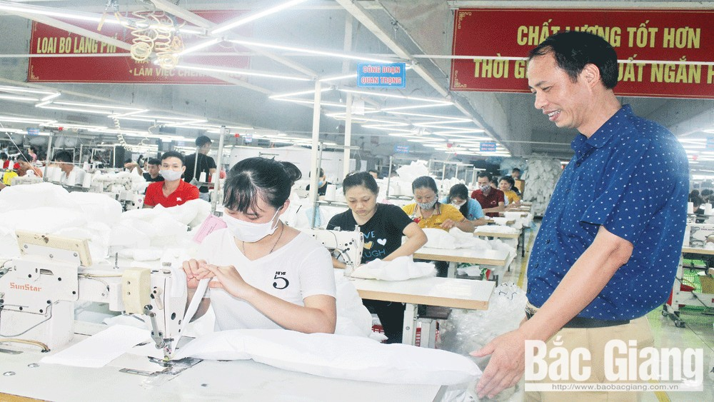Completing infrastructure, paving the way, welcome businesses, Bac Giang province, appropriate mechanisms and policies, socio-economic achievements, industrial production value
