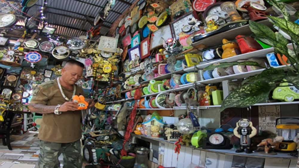A timeless passion: Saigon collector boasts 1,000 clocks