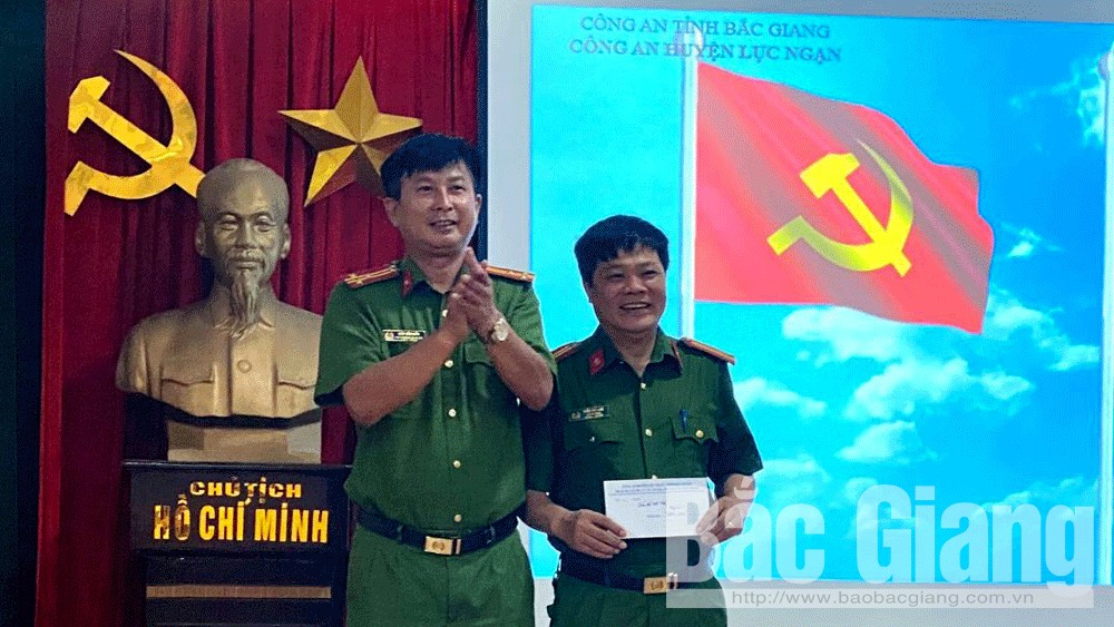 Bắc Giang: Thưởng nóng Đội Cảnh sát điều tra tội phạm về ma túy (Công an huyện Lục Ngạn)