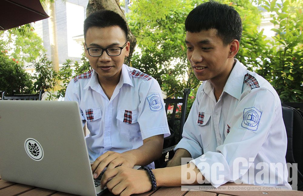 Two close friends, good at informatics, Bac Giang province, eleventh graders, Nguyen Van Thang, Hoang Quoc Viet, Young Informatics Contest, computing algorithm