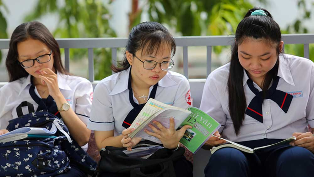Vietnam, high school exam, two phases, fresh Covid-19 outbreak, education ministry, locked down localities,  novel coronavirus infections