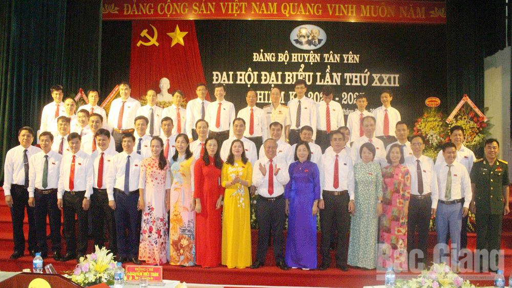 Bế mạc Đại hội Đảng bộ huyện Tân Yên: Đồng chí Đinh Đức Cảnh được bầu giữ chức Bí thư Huyện ủy khóa mới