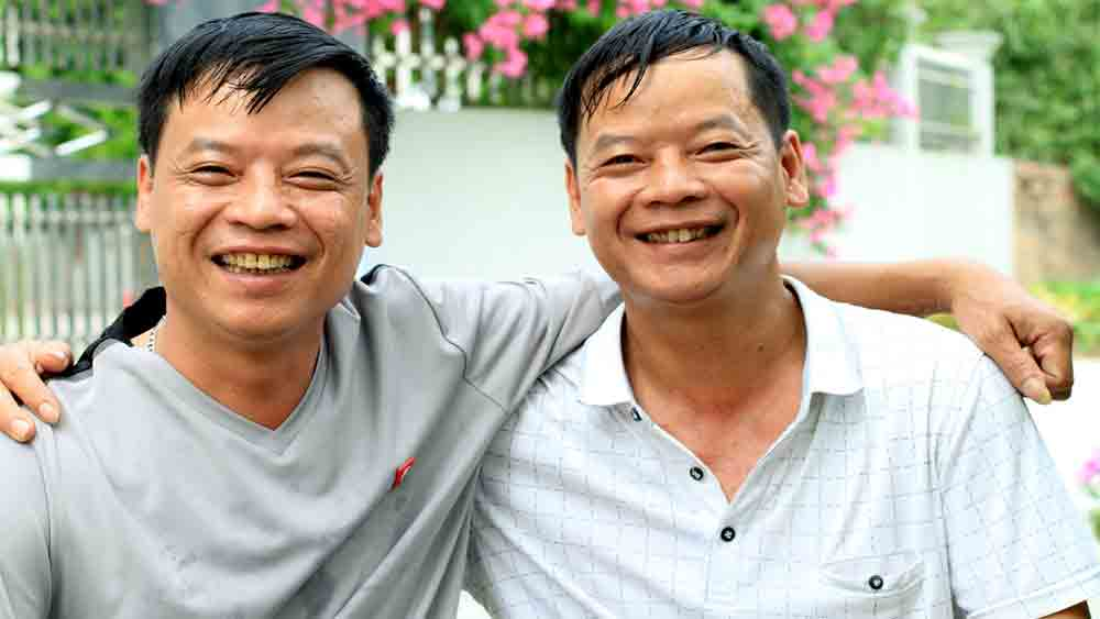 Lost and found, twins, discover each other, 43 years, Stark poverty, Nhu Chua He Co Cuoc Chia Ly, adoptive families, DNA test