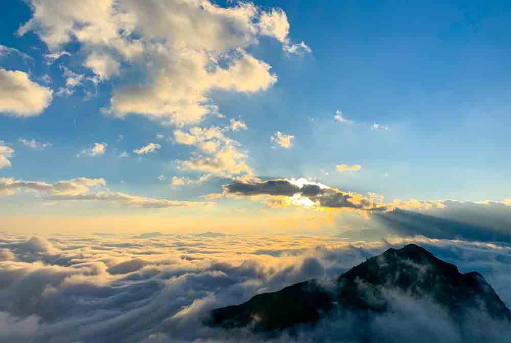 Surf the clouds, Bach Moc Luong Tu, mountain peak, dreamy landscape, fog and sunshine, fourth highest peak