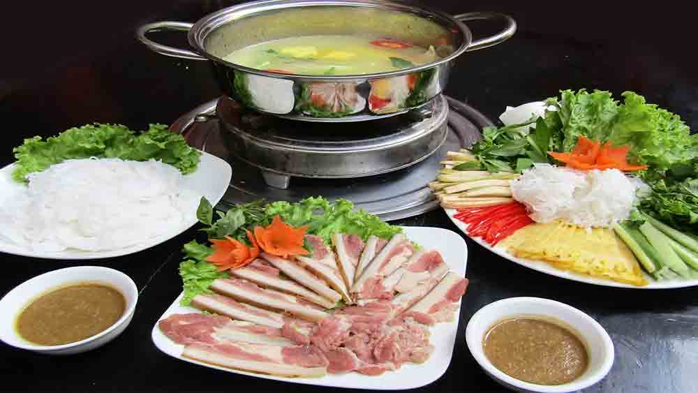 Bo nhung dam, must-try dish, Hanoi, delicious dishes, beef dipping in vinegar hotpot, dipping sauce, light and fragrant flavour, fragrant coconut juice