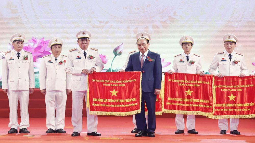 Thủ tướng Nguyễn Xuân Phúc: Lực lượng Công an lấy kết quả công tác và phục vụ nhân dân là mục tiêu thi đua