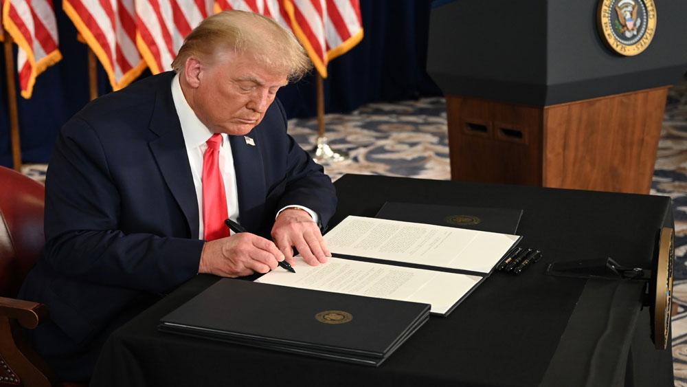 Tổng thống Trump ký sắc lệnh mở rộng gói hỗ trợ thất nghiệp