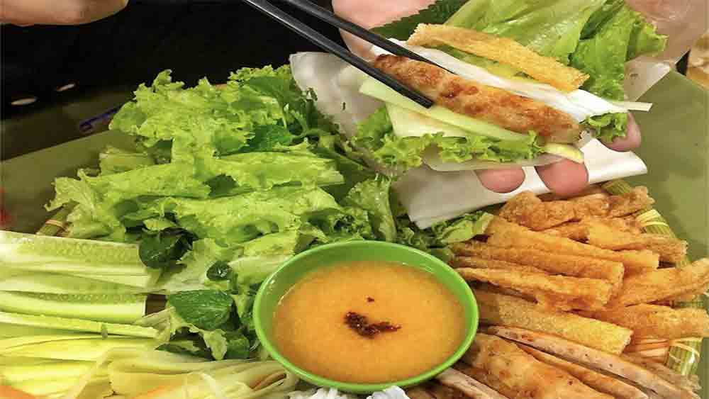 Southern grilled pork rolls, Hanoi culinary fervor, street food staple, Hanoi youngsters,  Nem nuong, top tourist attraction