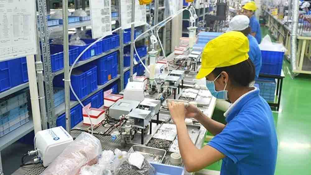 Vietnam should consider stronger support measures to prop up economy