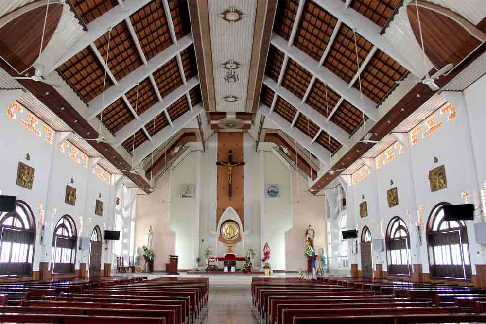 130-year-old Mekong Delta church, marriage of West and East, Vi Hung Church, red brick roofs, Vietnamese pagoda architecture