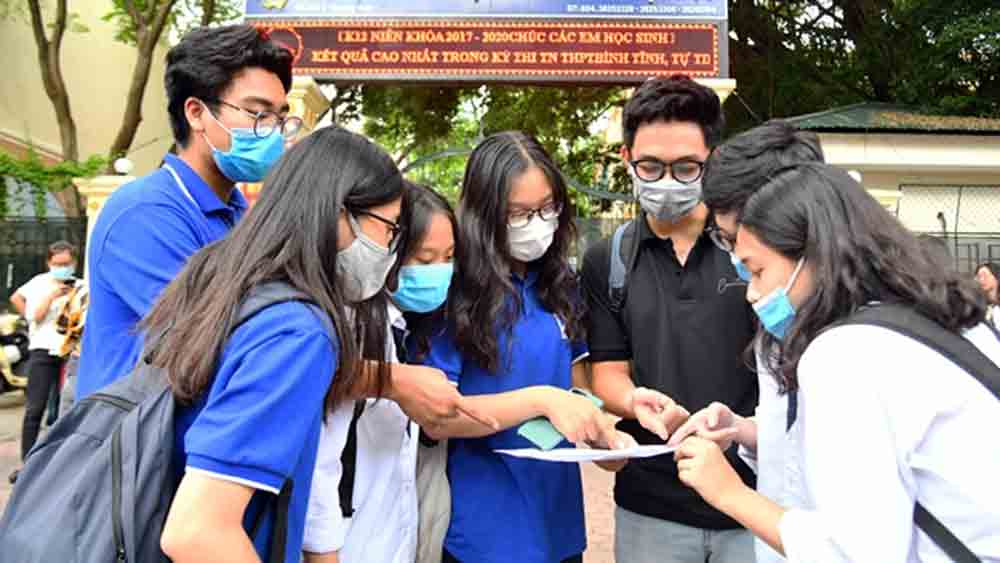 Vietnamese high-school students, finish graduation exam, coronavirus resurgence, Covid-19 pandemic, universities and colleges, free medical masks
