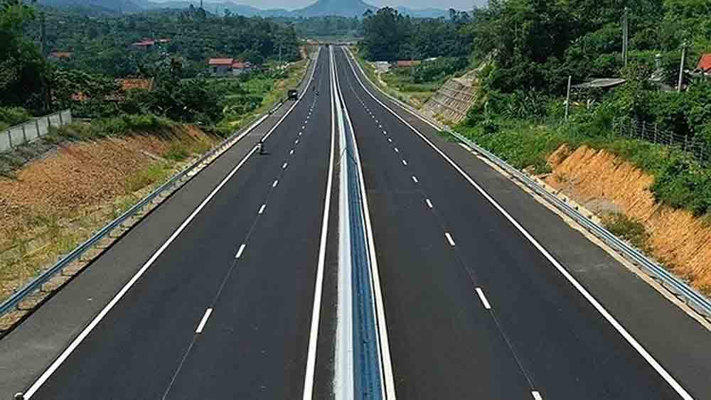 Vietnam approves $905 mln expressway linking two border provinces