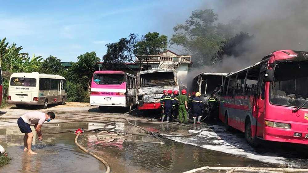 Thanh Hóa, Cháy 6 xe khách, bãi giữ xe tự phát