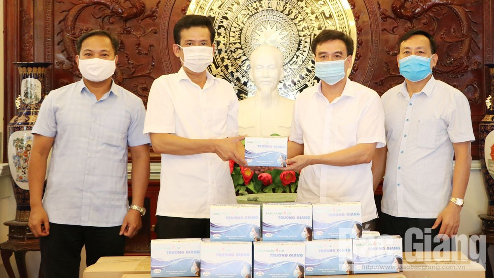Essential materials and commodities, Covid-19 prevention and control, Bac Giang province, medical supplies, Yen Dinh commune, medical face masks