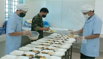 """Bac Giang armed force conducts """"4 locals"""" in Covid-19 prevention and control"""