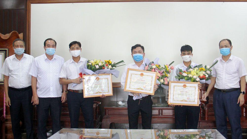 Việt Yên: Khen thưởng 4 tập thể, cá nhân trong vận động tham gia BHXH và hiến máu