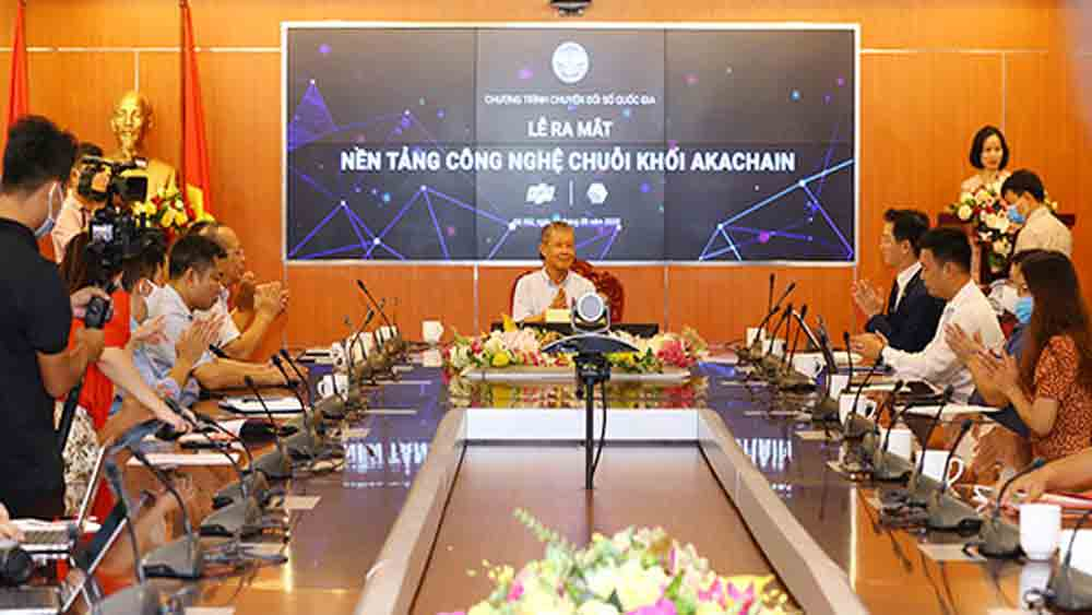Make-in-Vietnam, blockchain platform, akaChain blockchain,  digital platforms, largest tech firm, latest developments, national digital transition