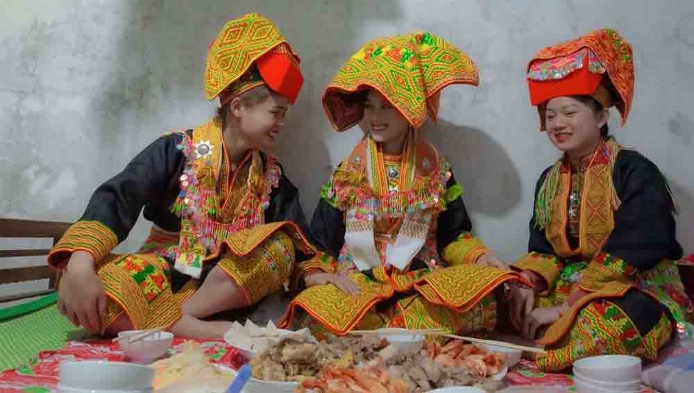 Late night weddings, Yao community staple, Mau Son Commune, Lang Son Province,  betrothals,  traditional customs, embroidered outfit