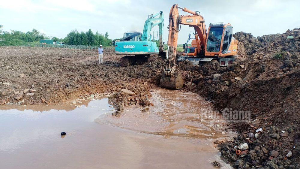 Việt Yên: Cưỡng chế trả lại hiện trạng  4 nghìn m2 đất vi phạm tại thôn Trung Đồng (xã Vân Trung)