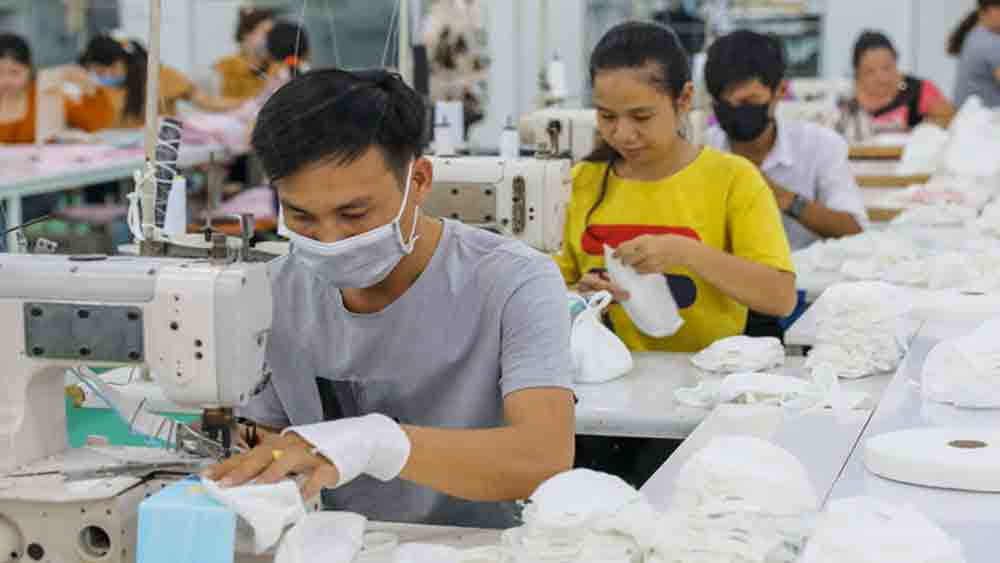 Mask exports, global demand, Covid-19 pandemic, unlimited exports, high demand, garment producers