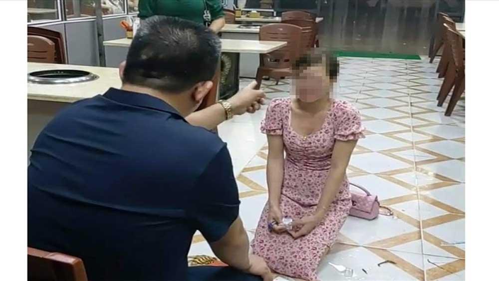 Bắc Ninh: Chê đồ ăn không vệ sinh, cô gái bị chủ quán doạ nạt, bắt quỳ gối