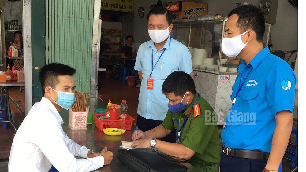 Việt Yên xử phạt 363 trường hợp không đeo khẩu trang nơi công cộng