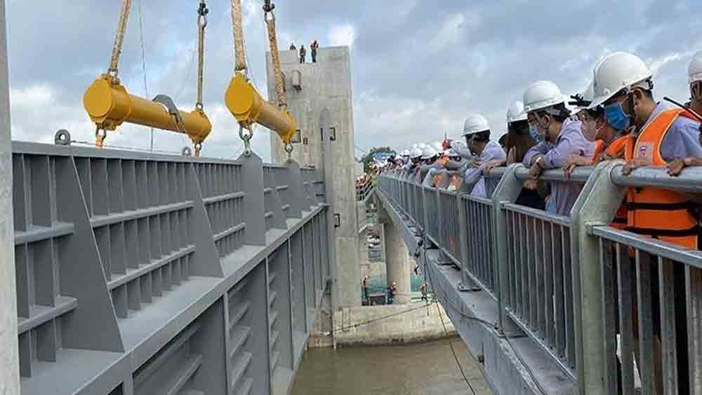 VND10 trillion, flood control project, year-end, anti-tide valve, anti-tide drainage, clearance compensation, construction site