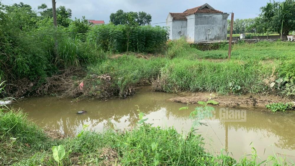 Bắc Giang: Đi mò ốc, người đàn ông tử vong dưới ngòi nước