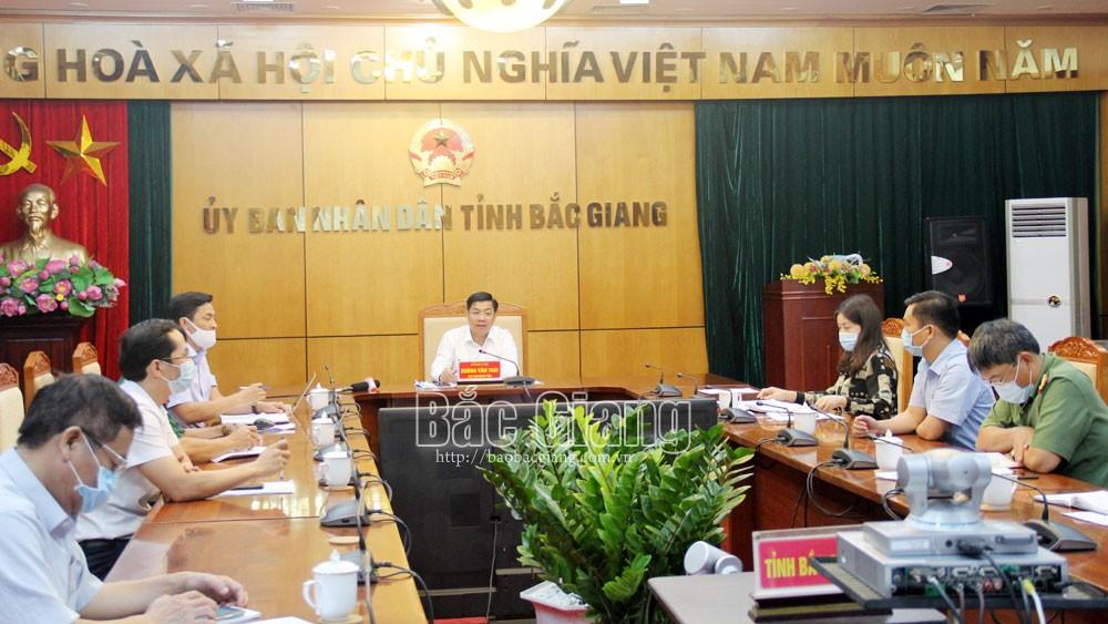 Chủ tịch UBND tỉnhDương Văn Thái chủ trìhội nghị trực tuyến tại điểm cầu tỉnh.