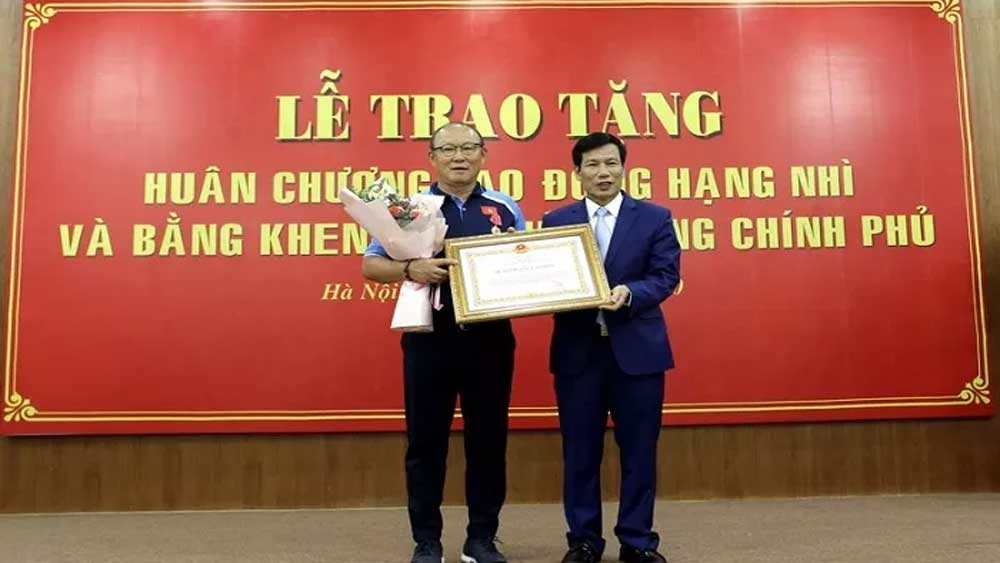 Park Hang-seo honoured for contributions to Vietnamese football