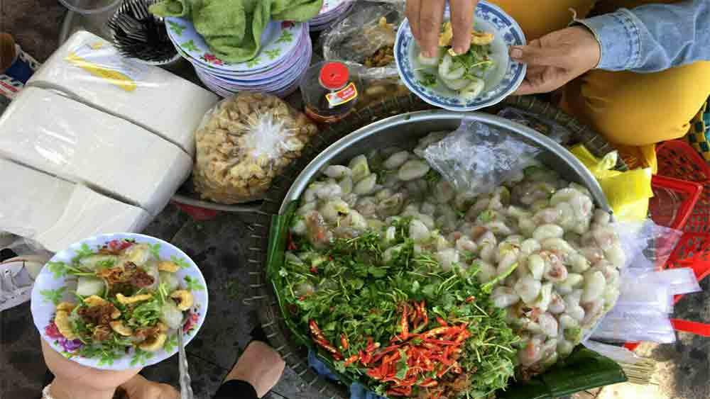 Bot loc, the integral Hue dumpling, enticing variations, Fried bot loc, Bare bot loc, Wrapped bot loc, Vegetarian bot loc