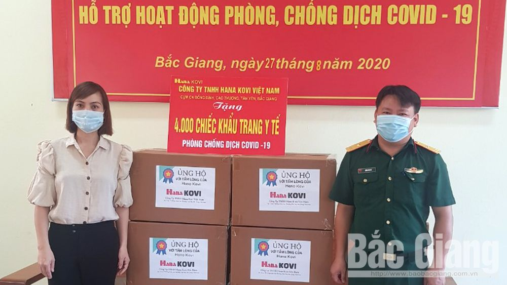 Bac Giang: Hana Kovi Vietnam Co.,Ltd presents 21,000 face masks to organizations