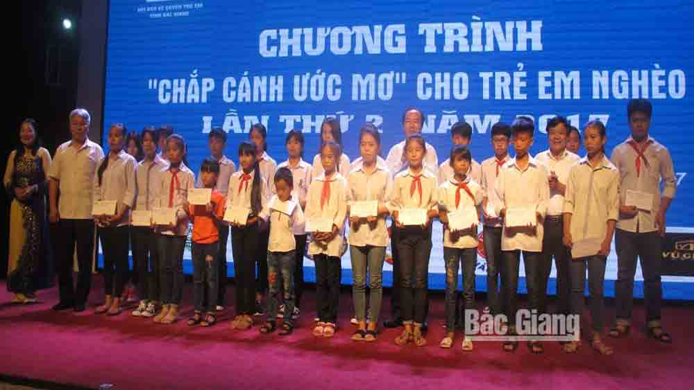 "Organization and individuals accompany ""Dream on the wings"" programme 2020 for poor children"