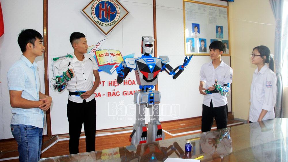 Nhóm học sinh nông thôn chế tạo robot