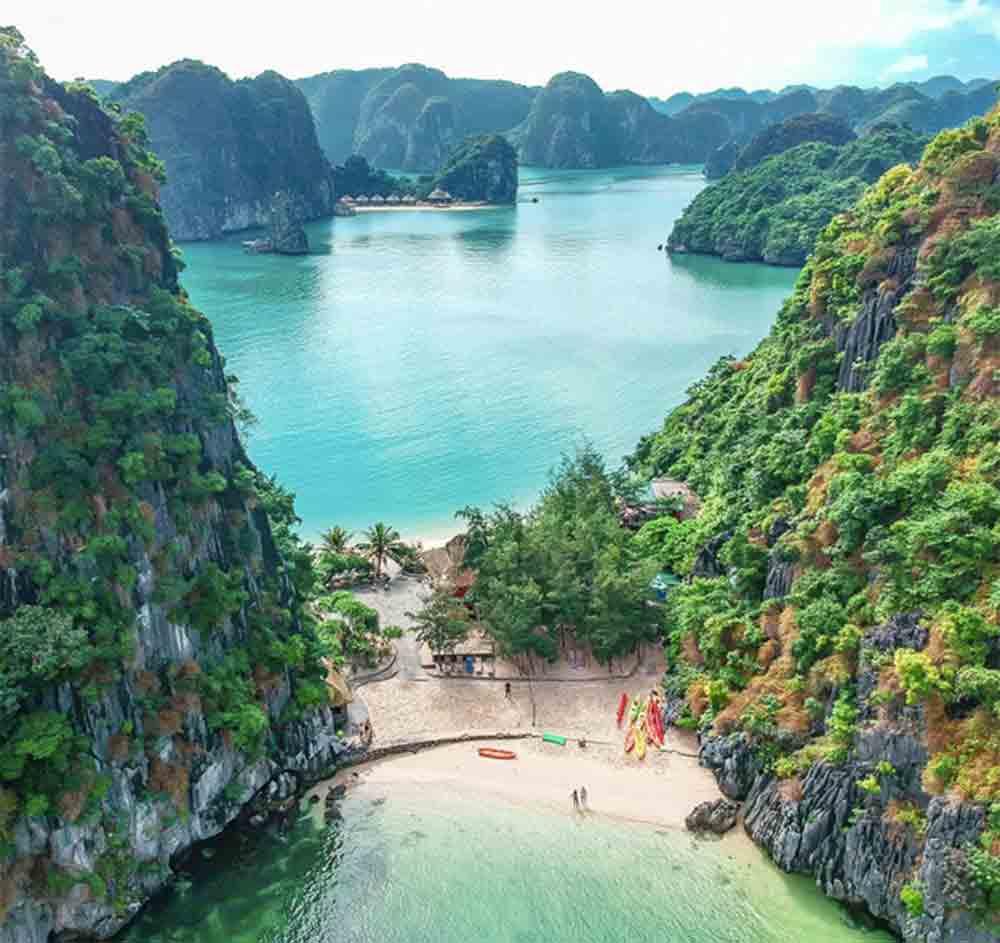 One shoal, two coastlines, double enjoyment, northern Vietnam, Dao Tu Do,  Freedom Island, Lan Ha Bay, hidden gem