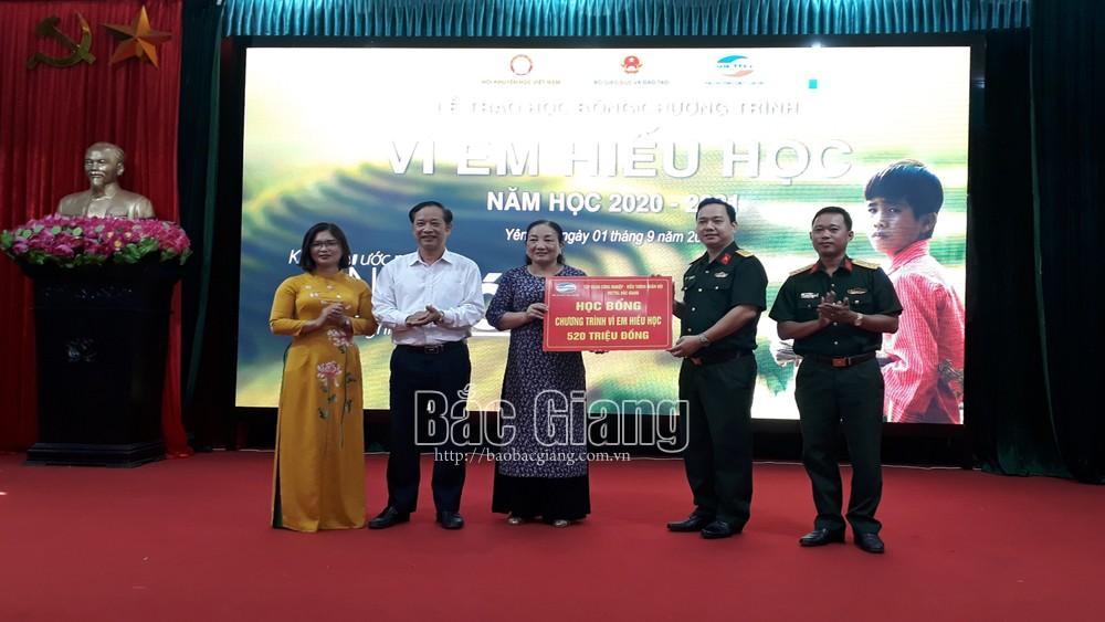 Trao tặng 50 suất học bổng cho học sinh tại huyện Yên Thế